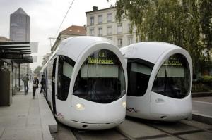 Image montrant deux tramway du réseau de transport en commun de la ville de Lyon